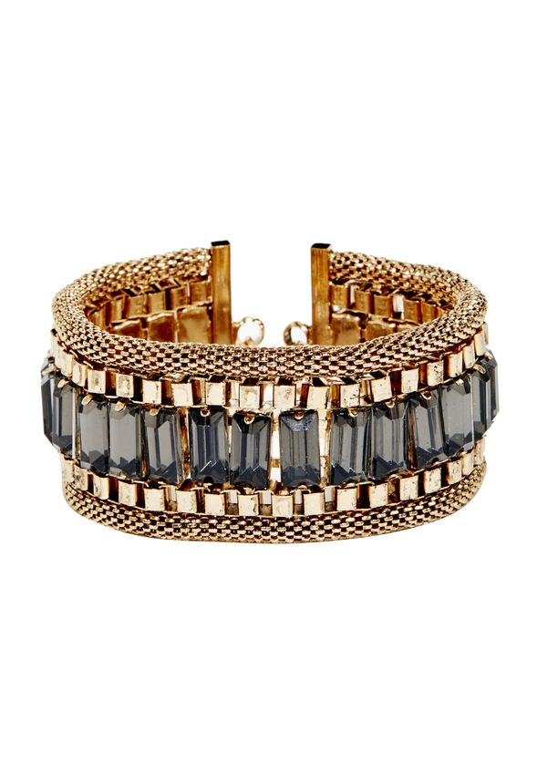 Rows of sparkly decadence are what make this piece so exceptional! Feautring mixed metals of all varieties, this luxe ladder-inspired cuff is the perfect accompaniment to your desk to date night look.